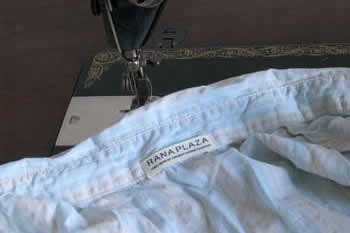 Sewing machine and garment with label